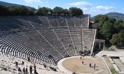 Theatre_of_Epidaurus_Greece_-_20050303