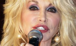 Dolly_Parton,_2011