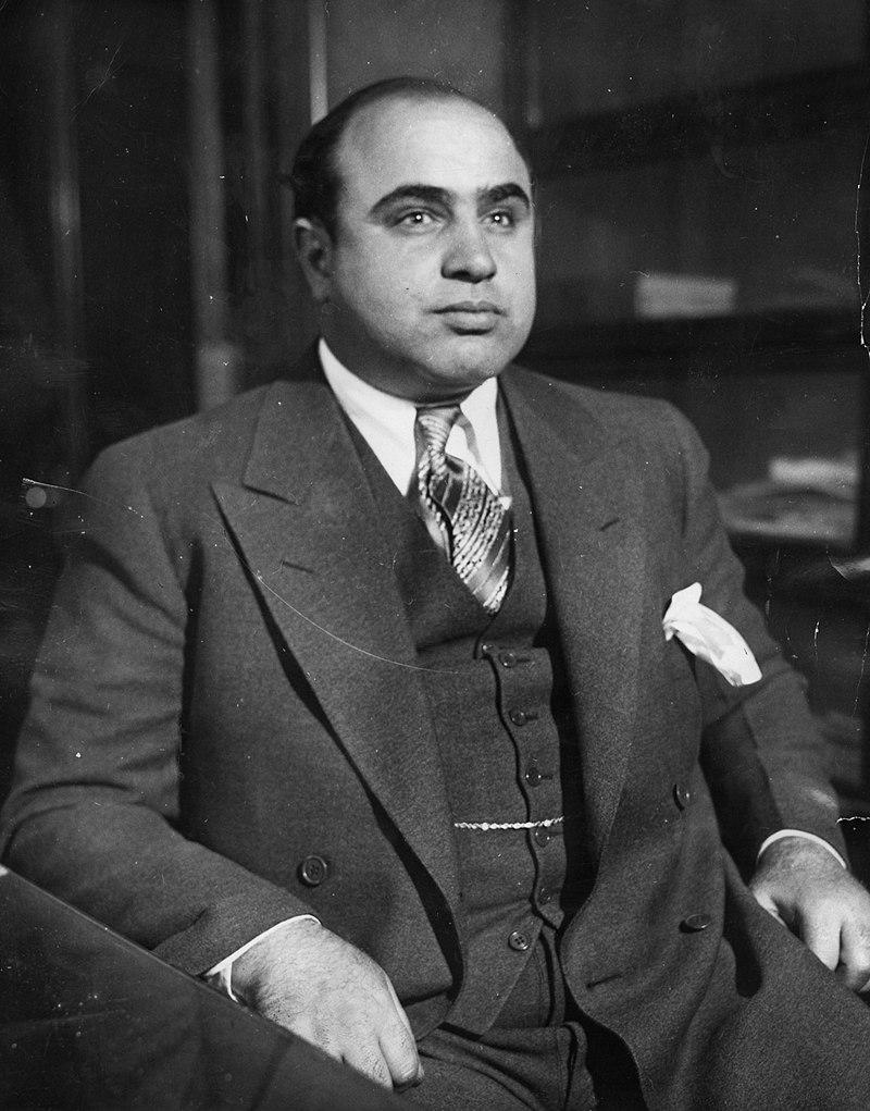 800px-Al_Capone_in_1930